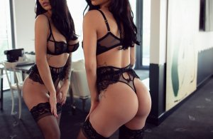 Djenabou happy ending massage and live escort