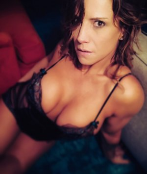 Cameline live escort and erotic massage