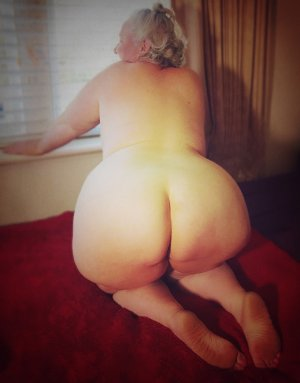 Lohanne live escort in New Lenox Illinois and massage parlor